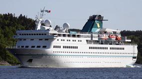Phoenix Reisen-Alexander von Humboldt ship